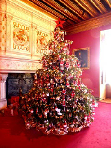 Christmas tree in drawing room at chateau de Chenonceau