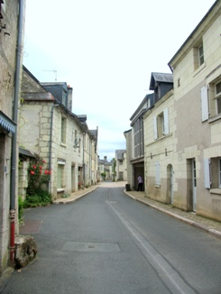 the narrow main street in Candes-Saint-Martin