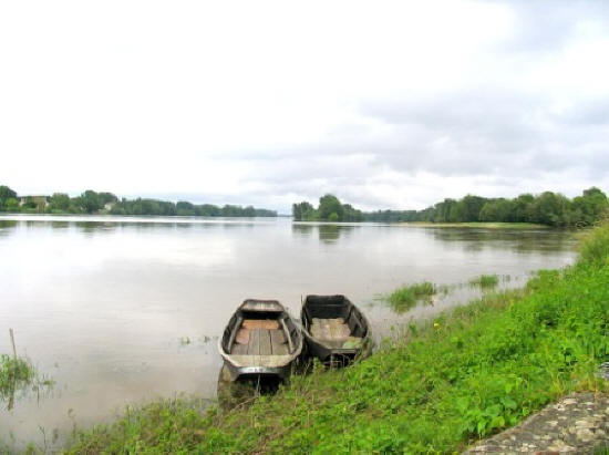 boats at the confluence of the Vienne and Loire rivers