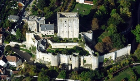 arial view of the dujon at Loches showing wall and towers