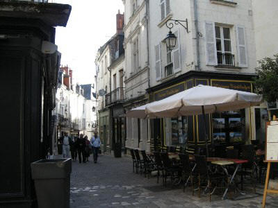 street view of Loches showing street cafes