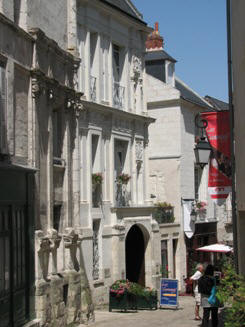 narrow street in Loches