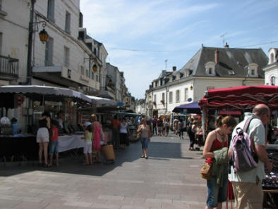 street view of market day in Loches
