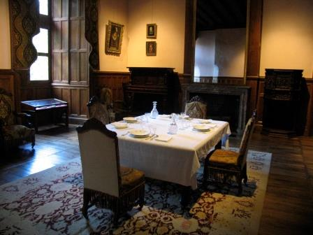 dining room in chateau Azay le Rideau