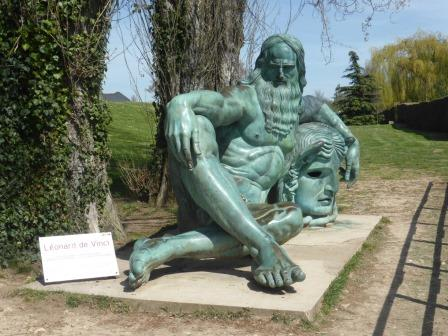 statue of Leonardo de Vinci at Amboise