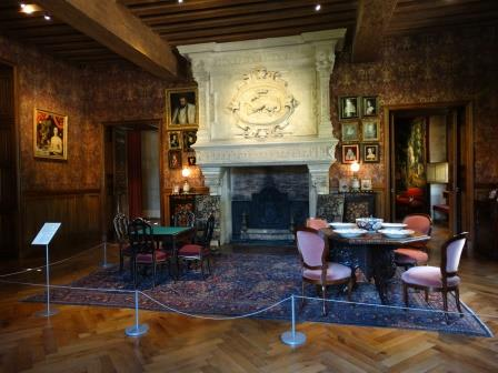 drawing room in chateau Azay le Rideau