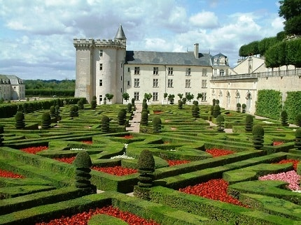 Its chateaux of coursethe chateau has become synonymous with the loire valley from the time it was embraced by french royalty as a safe haven away from the