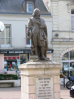 Rene Descartes statuein the town of the same name