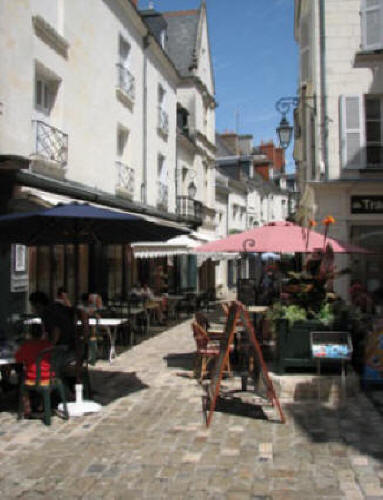 narrow street in Loches with cafe tables