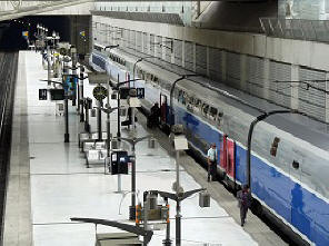 Charles de gaulle to loire valley by train cdg to tours - Piscine charles de gaulle ...